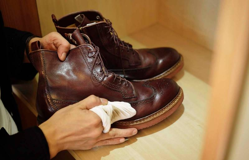 Clean all surfaces with a damp cloth.